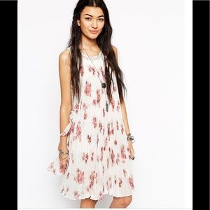 🌸 Free People floral swing dress 🎀